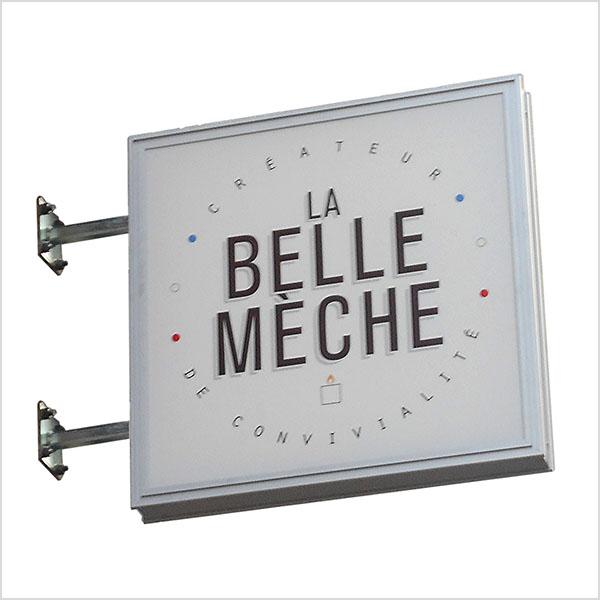 caisson lumineux simple, qui permet de mettre en valeur une affiche publicitaire sur la partie avant du caisson ou double face.