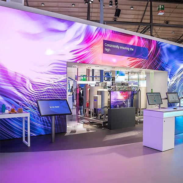 Mur LED sur mesure est l'outil idéal pour diffuser vos messages publicitaires en un clic. Ce produit s'adapte à votre environnement indoor/outdoor.