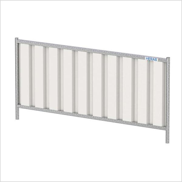 Palissade de chantier opaque bardée avec système de stabilisation par plot et jambe de force.Elle peut être utilisée sur tous les chantiers en activité.