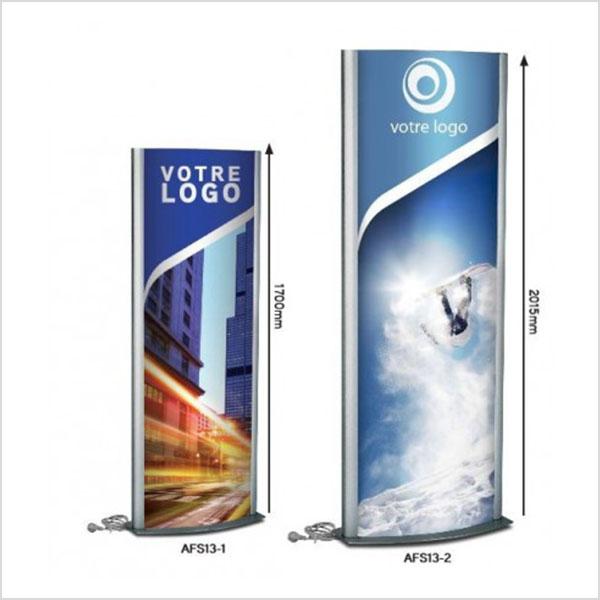 totem extérieur, est un support publicitaire utilisé dans le cadre de l'affichage urbain (point de vente, salon, aéroport,…).