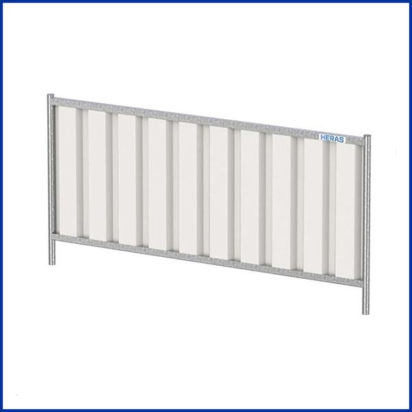 Palissade-tôlée de chantier avec système de stabilisation par plot et jambe de force.Elle peut être utilisée sur tous les chantiers en activité.